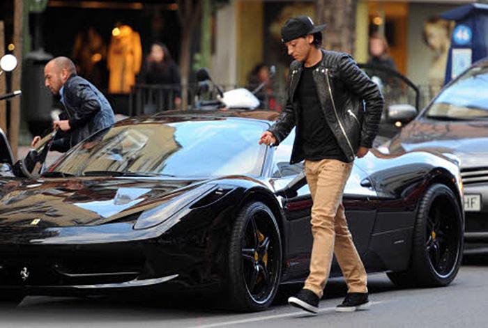 Ozil Black Ferrari
