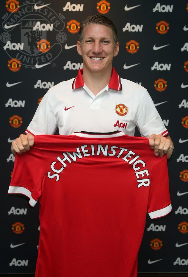 Schweni Holding Man United Shirt