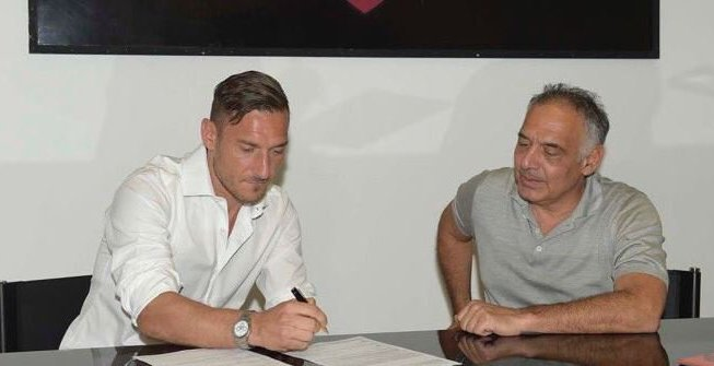 Totti Signing Roma Extension